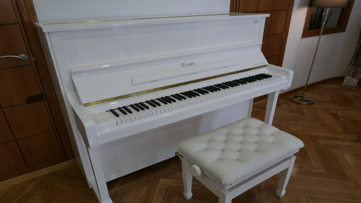 Piano-vertical-Essex-EUP123E-159785-detalle-vista-general-con-banqueta-segunda-mano