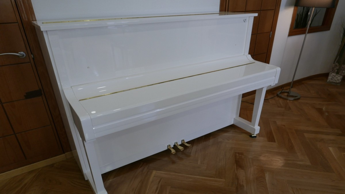 Piano-vertical-Essex-EUP123E-159785-detalle-vista-general-sin-banqueta-tapa-cerrada-segunda-mano