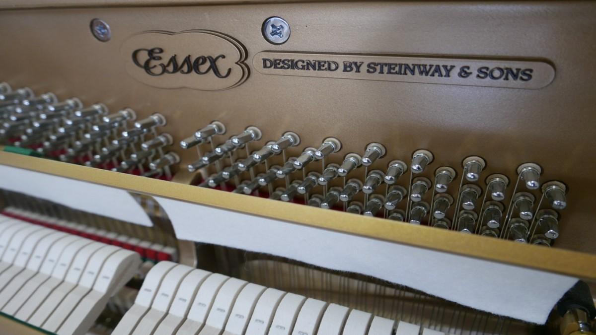 Piano-vertical-Essex-EUP123E-159785-detalle-vista-mecanismo-clavijero-marca-sordina-segunda-mano