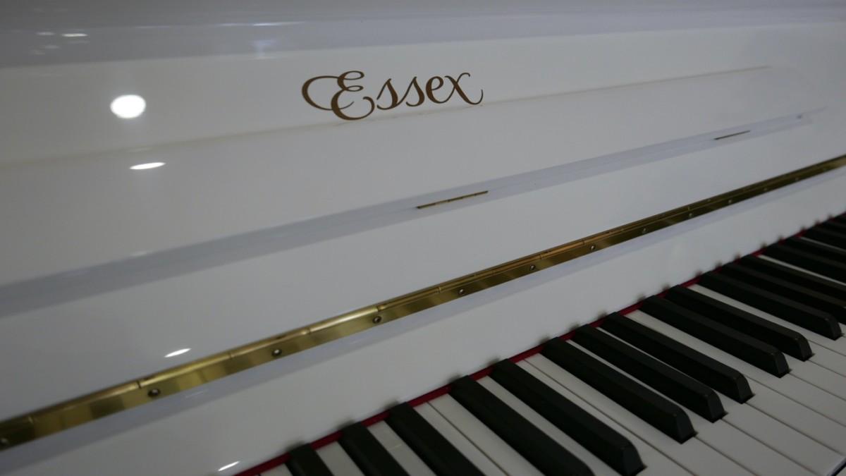 Piano-vertical-Essex-EUP123E-159785-detalle-vista-marca-essex-atril-bisagra-teclas-segunda-mano