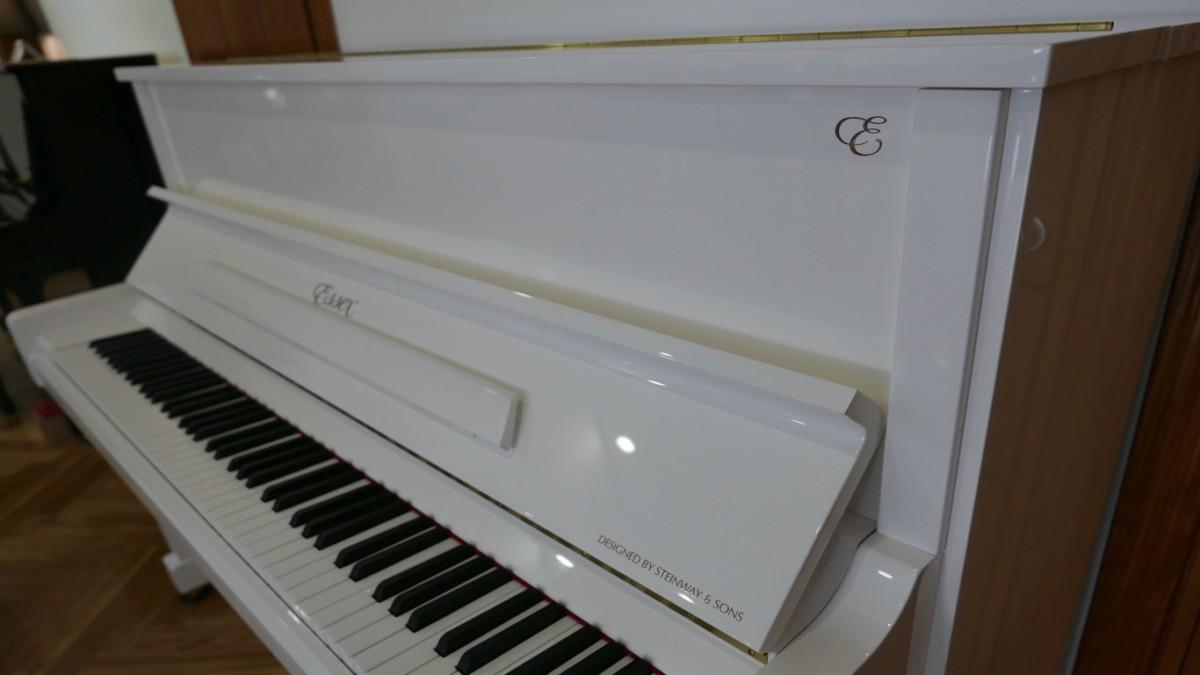 Piano-vertical-Essex-EUP123E-159785-detalle-vista-lateral-atril-teclado-tapa-segunda-mano