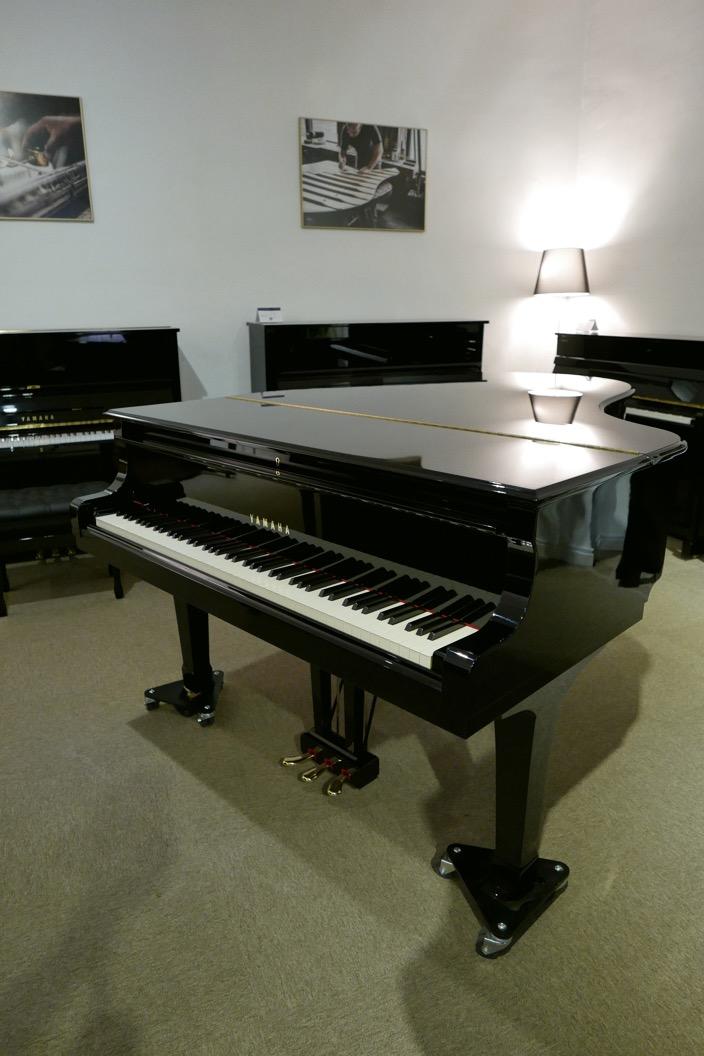 Piano-de-cola-Yamaha-C5-4600641-detalle-vista-general-tapa-cerrada-segunda-mano