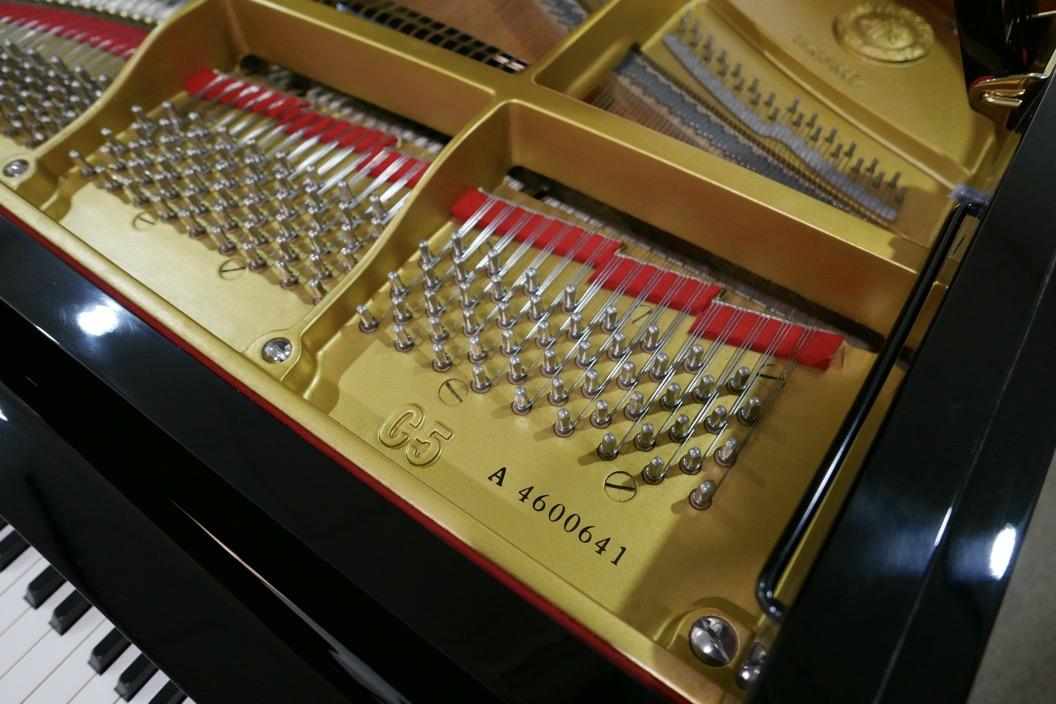 Piano-de-cola-Yamaha-C5-4600641-detalle-bastidor-modelo-numero-de-serie-segunda-mano