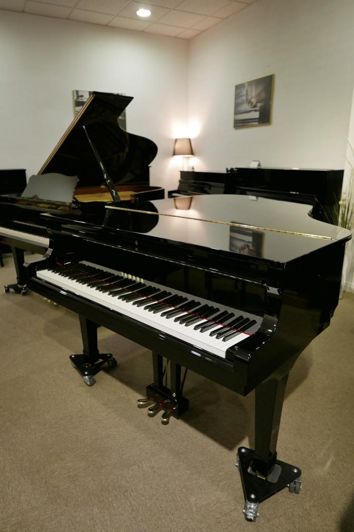 Piano-de-cola-Yamaha-G3-4490162-detalle-vista-general-sin-banqueta-tapa-cerrada-segunda-mano