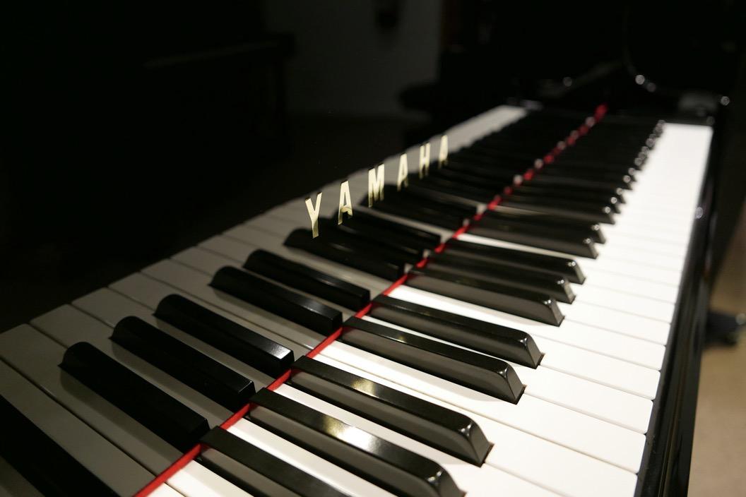Piano-de-cola-Yamaha-G3-4490162-teclado-marca-teclas-segunda-mano