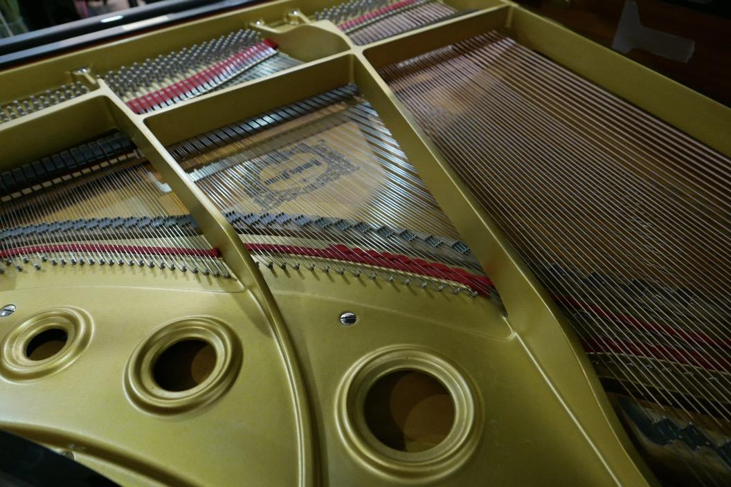 Piano-de-cola-Yamaha-G3-4490162-bastidor-tabla-armonica-logo-cuerdas-segunda-mano