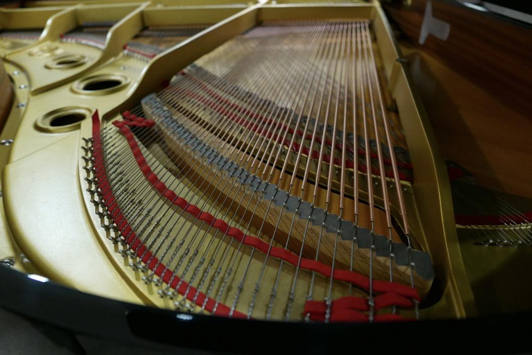 Piano-de-cola-Yamaha-G3-4490162-bastidor-tabla-armonica-cuerdas-fieltros-segunda-mano