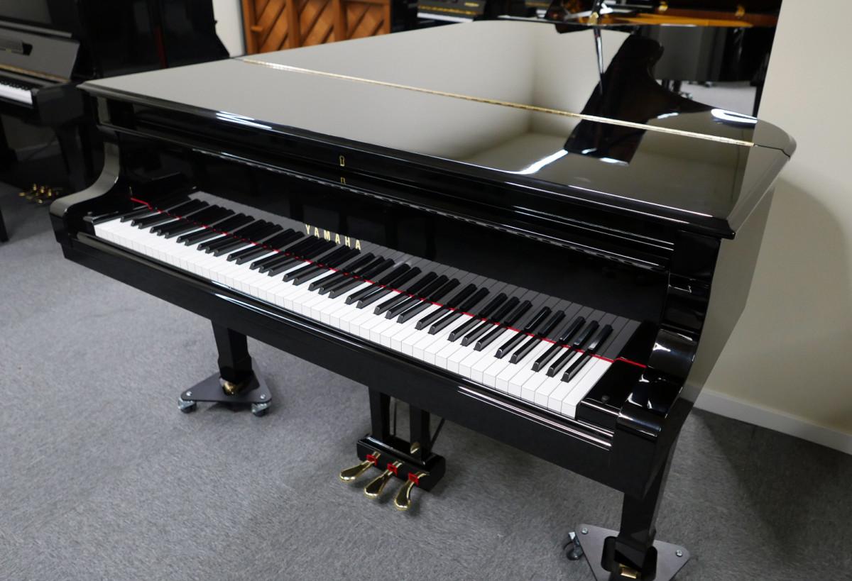piano de cola Yamaha C7 #3040352 plano general tapa abierta