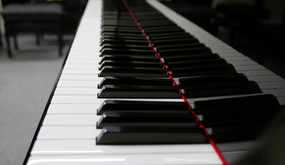 piano de cola Yamaha C7 #3040352 teclado teclas vista lateral