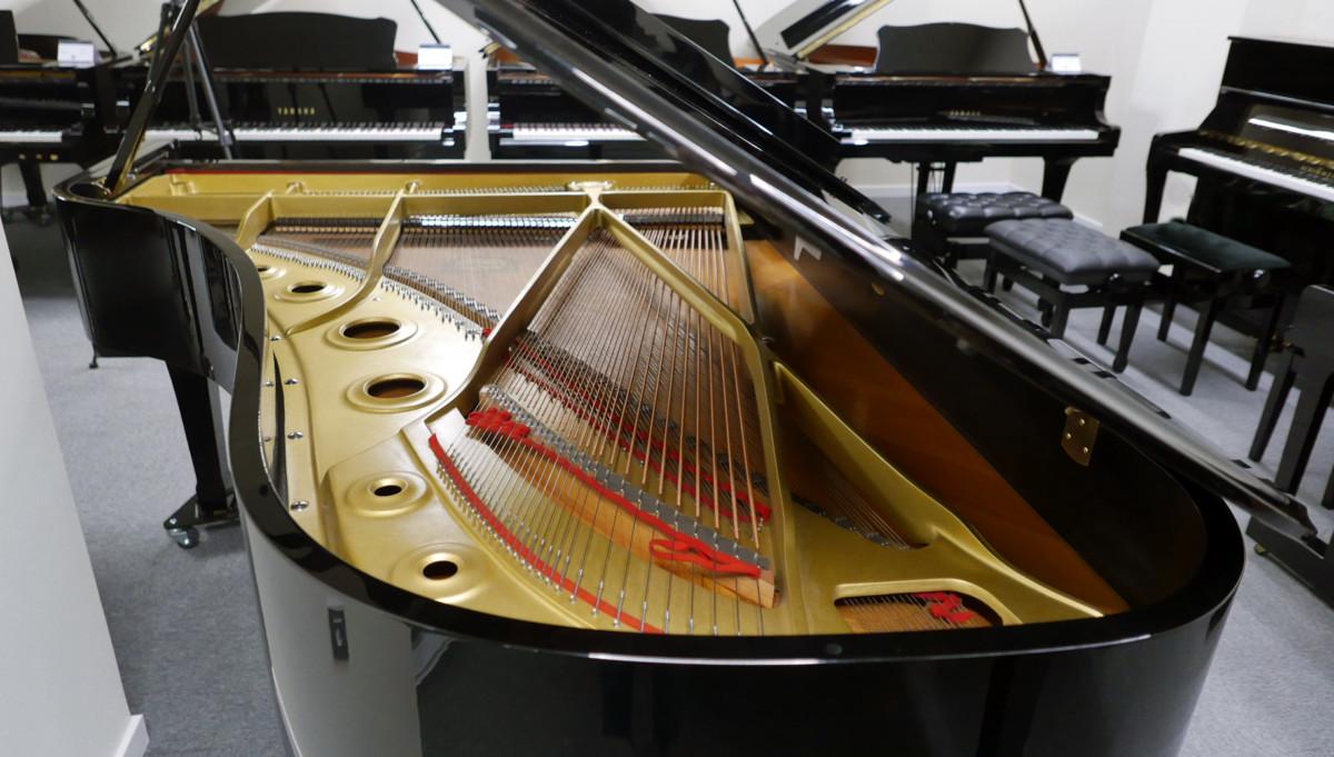piano de cola Yamaha C7 #3040352 vista general trasera