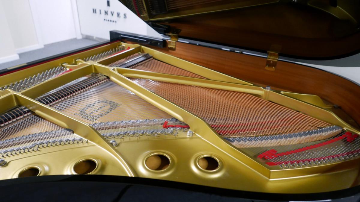 piano de cola Yamaha G2 #5220385 vista lateral general interior mecanica