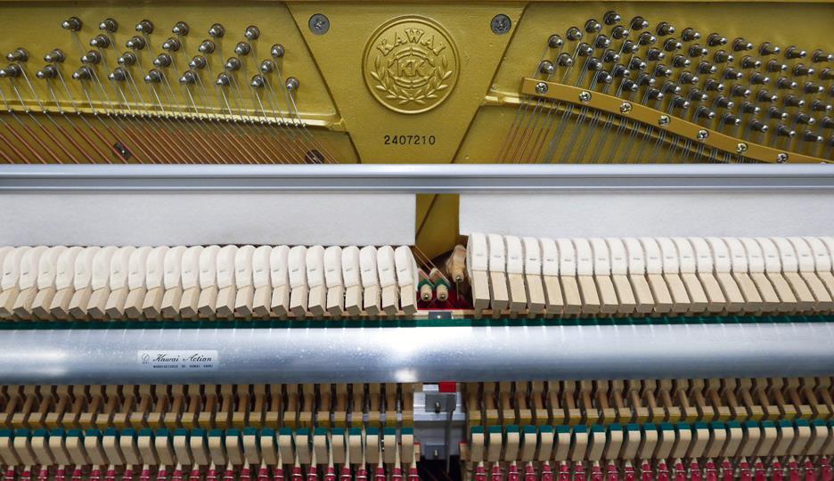piano-vertical-Kawai-K30-2407210-vista-frontal-mecanica-interior-numero-de-serie