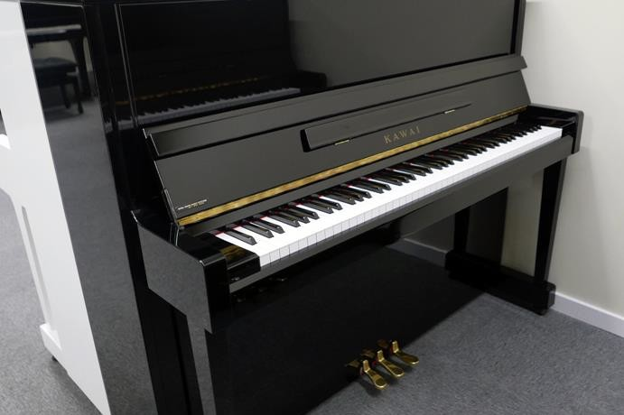 piano-vertical-Kawai-K30-2407210-vista-general-tapa-abierta