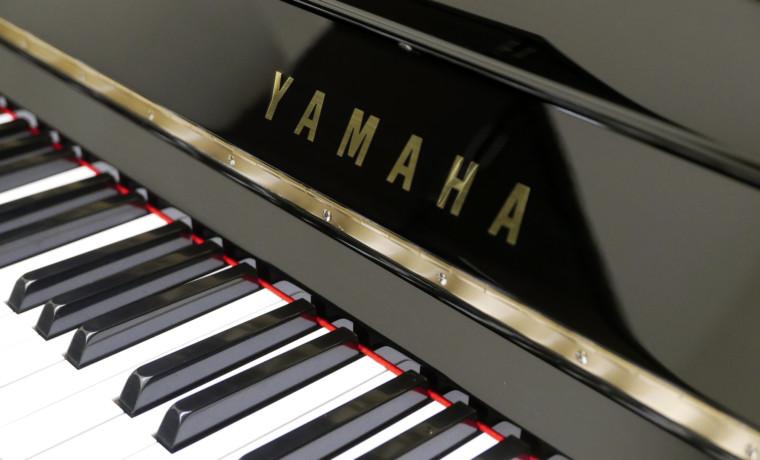 piano vertical Yamaha U100SX #546529 marca teclado teclas
