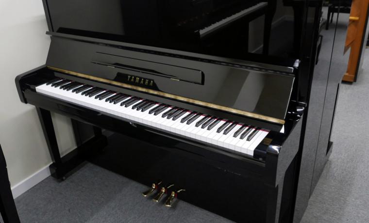 piano vertical Yamaha U100SX #546529 vista general tapa abierta