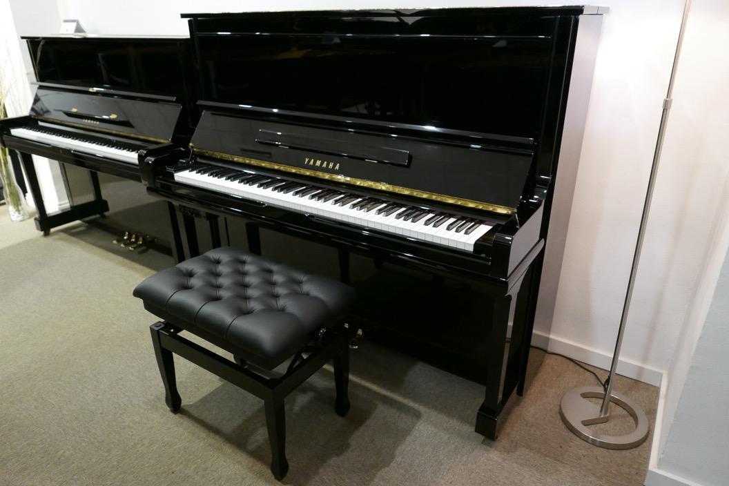 Piano_vertical_Yamaha_U30_silent_4972465_detalle_vista_general_con_banqueta_segunda_mano