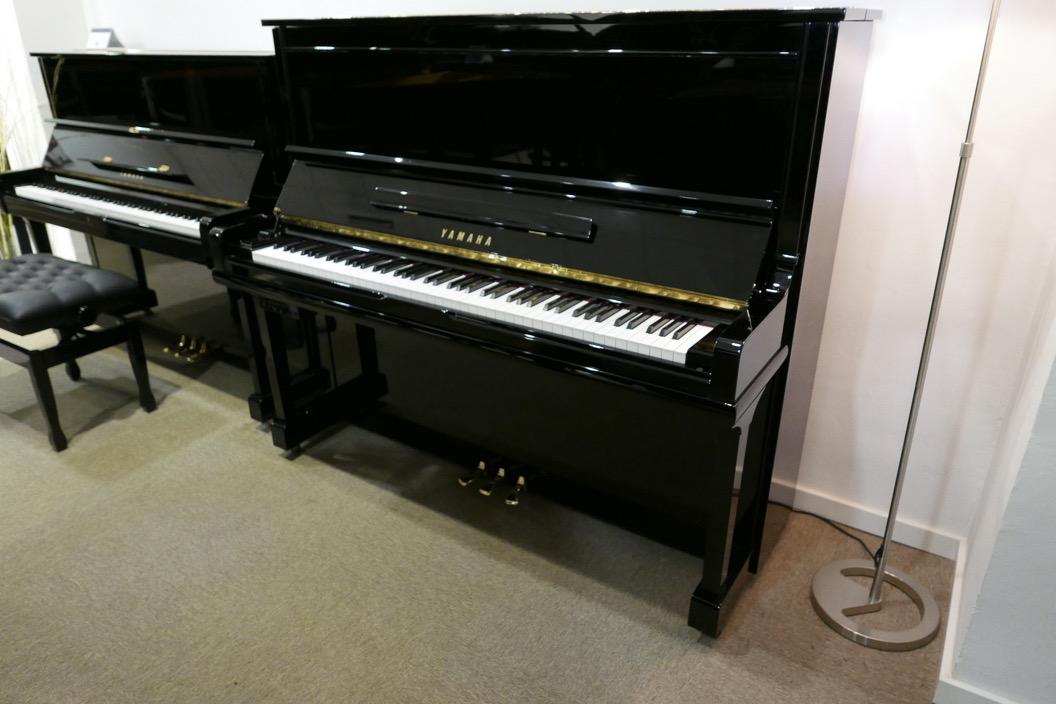 Piano_vertical_Yamaha_U30_silent_4972465_detalle_vista_general_sin_banqueta_segunda_mano