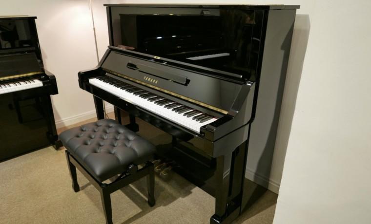 Piano-vertical-Yamaha-UX-3058801_detalle_vista_general_con_banqueta_segunda_mano