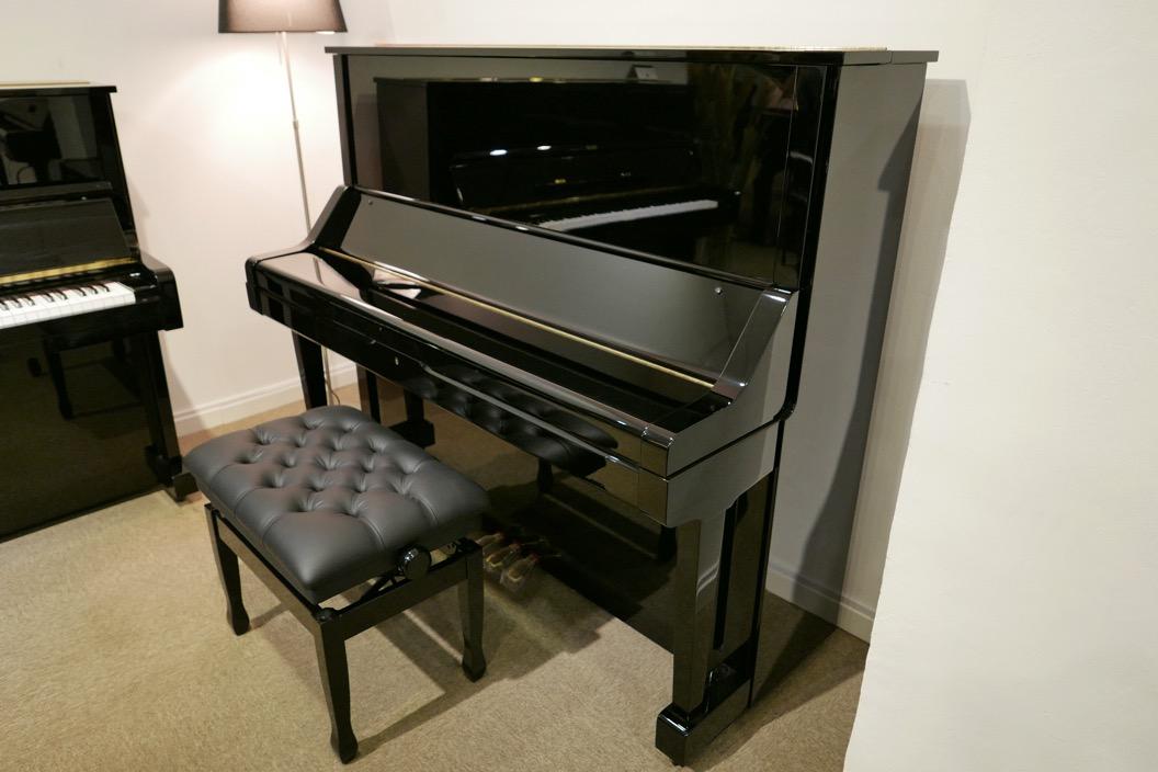 Piano-vertical-Yamaha-UX-3058801_detalle_vista_general_con_banqueta_tapa_cerrada_segunda_mano
