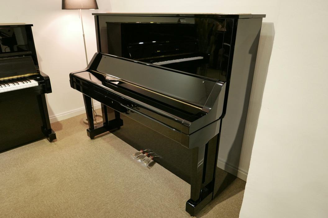 Piano-vertical-Yamaha-UX_3058801_detalle_vista_general_sin_banqueta_tapa_cerrada_segunda_mano