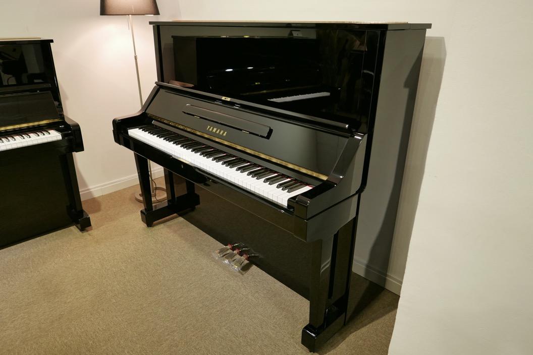 Piano-vertical-Yamaha-UX-3058801_detalle_vista_general_sin_banqueta_segunda_mano