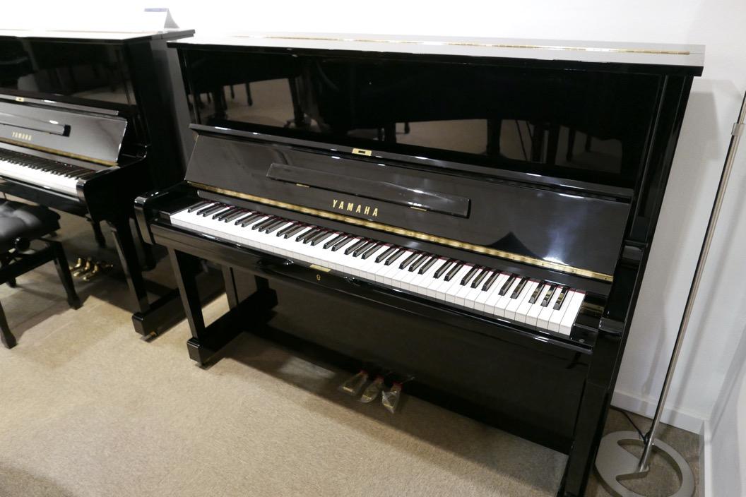 Piano_vertical_Yamaha_U1_4358238_detalle_vista_general_sin_banqueta_tapa_abierta_segunda_mano