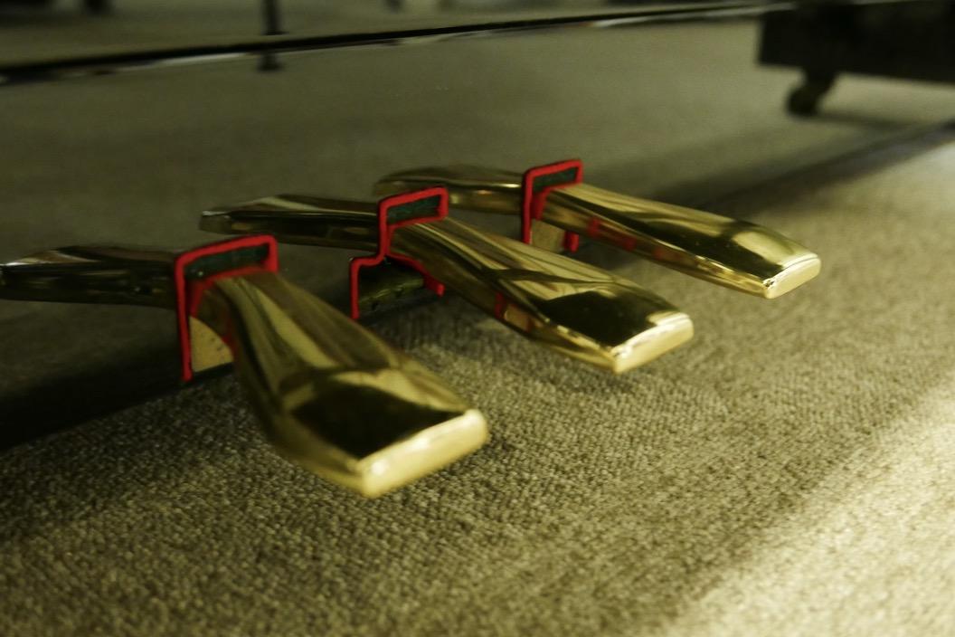 Piano_vertical_Yamaha_U1_4358238_detalle_pedales_segunda_mano