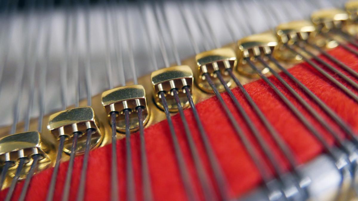 piano de cola Kawai GL50 #2735077 detalle agrafes interior mecanica
