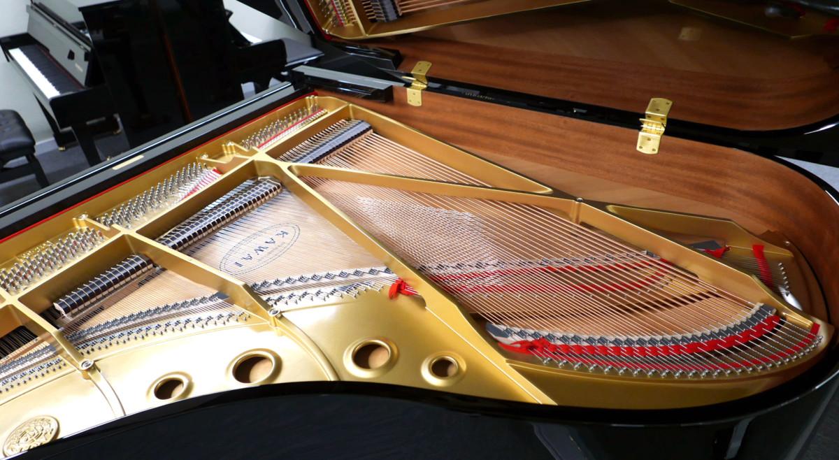piano de cola Kawai GL50 #2735077 vista trasera general arpa cuerdas