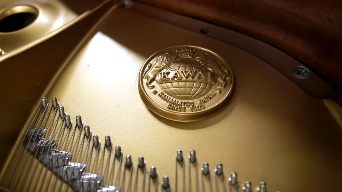 piano de cola Kawai RX7 #2286204 arpa cuerdas sello