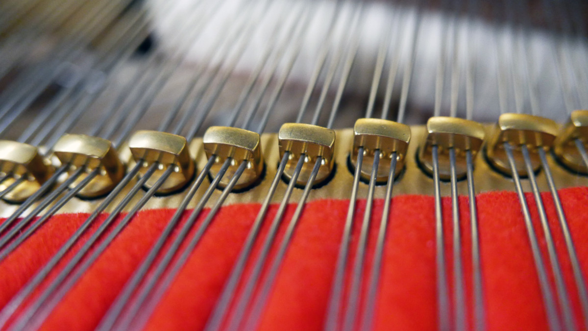 piano de cola Kawai RX7 #2286204 detalle agrafes mecanica interior fieltros
