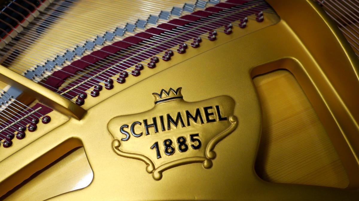 piano de cola Schimmel 150 #201910 detalle firma marca arpa