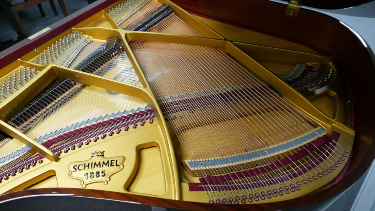 piano de cola Schimmel 150 #201910 vista general interior