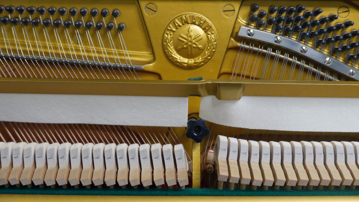 piano vertical Yamaha U3 #2911383 mecanica interior arpa firma sordina martillos clavijero