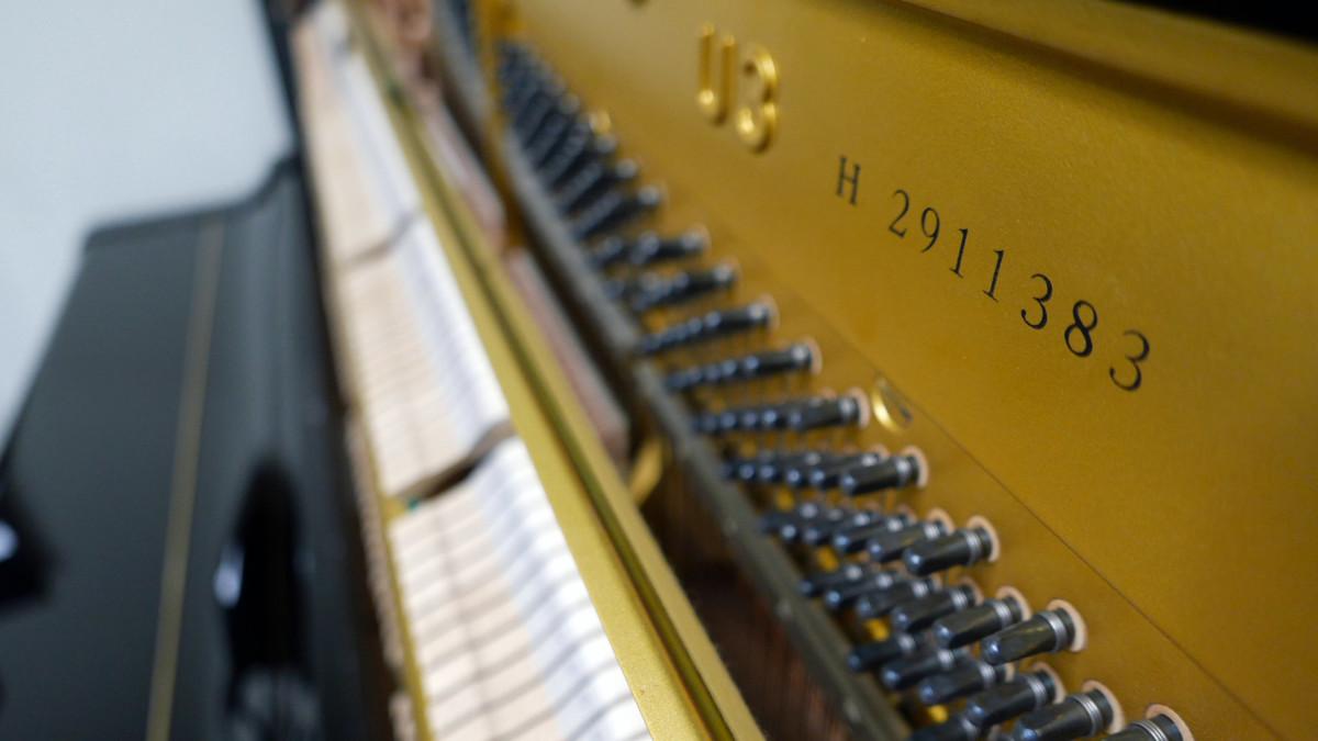 piano vertical Yamaha U3 #2911383 numero de serie clavijero interior