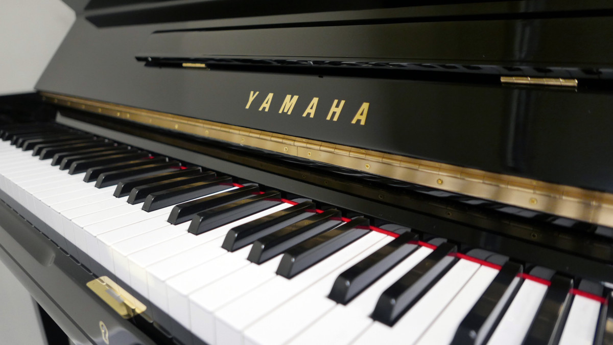 piano vertical Yamaha U3 #2911383 teclado teclas marca