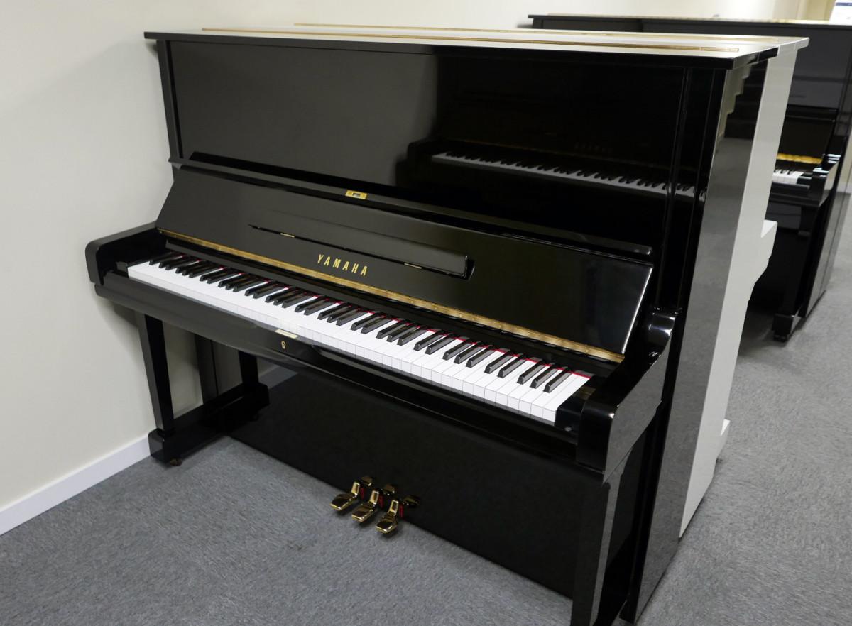 piano vertical Yamaha U3 #2911383 vista general