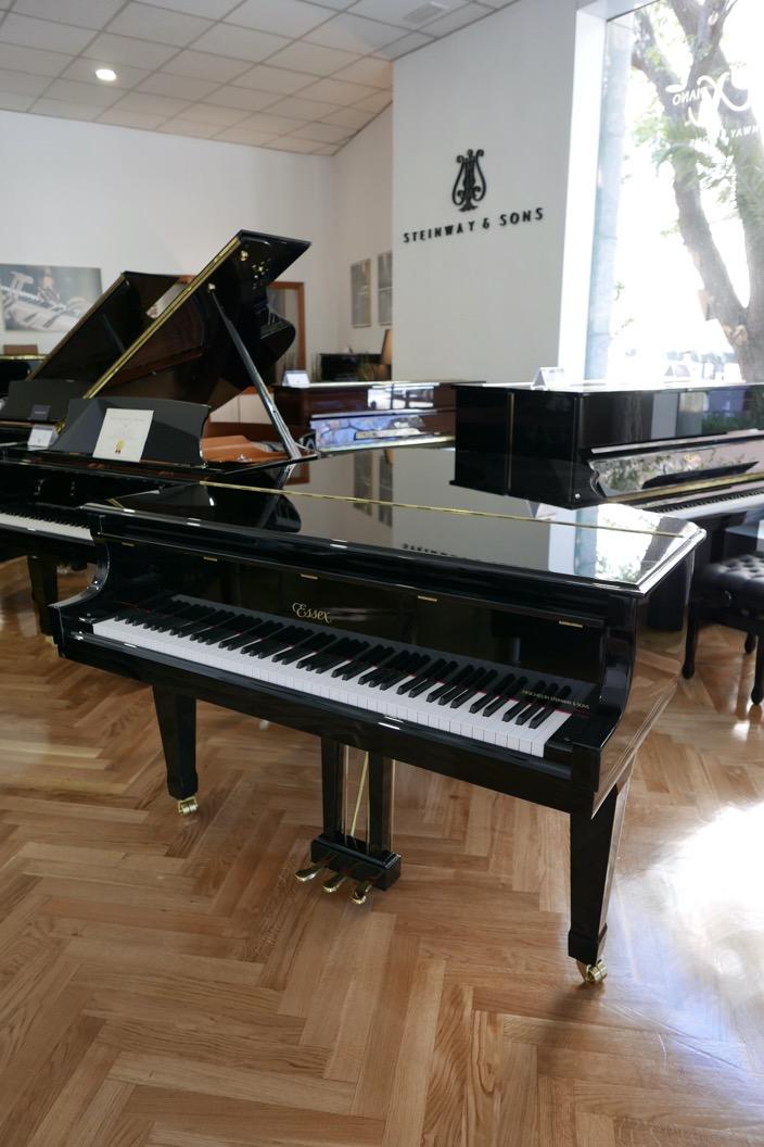 Piano_de_cola_Essex_EGP173C_176537_detalle_vista_general_tapa_cerrada_segunda_mano