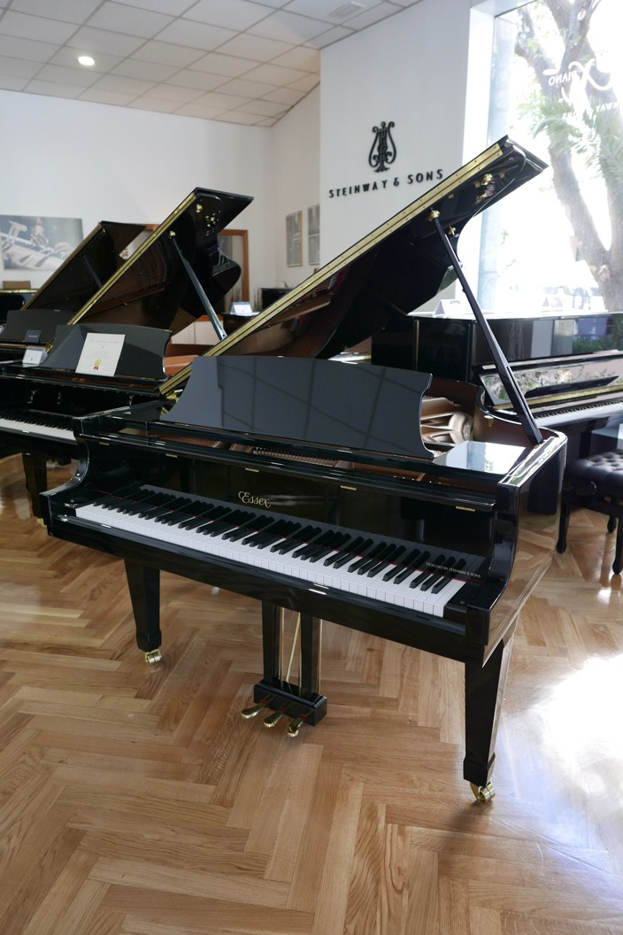 Piano_de_cola_Essex_EGP173C_176537_detalle_vista_general_sin_banqueta_segunda_mano