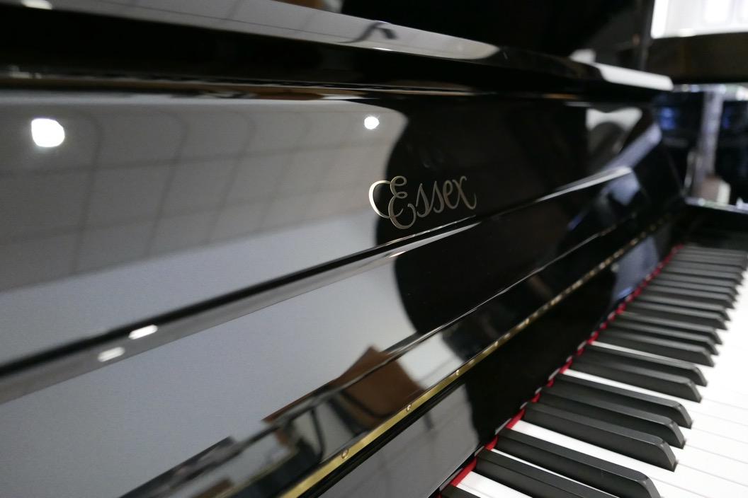 Piano_vertical_Essex_UP116E_silent_167836_detalle_teclado_teclas_atril__tapa_bisagras_marca_essex_segunda_mano