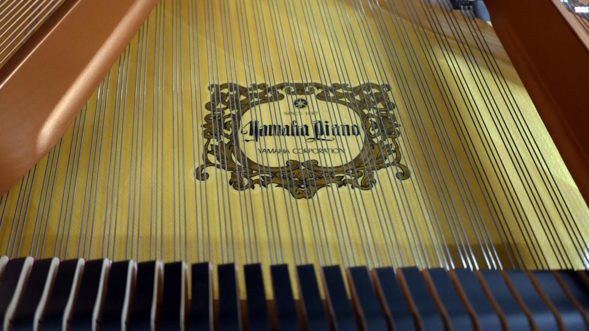 piano de cola Yamaha C6X #6350150 marca caja de resonancia tabla armonica cuerdas apagadores