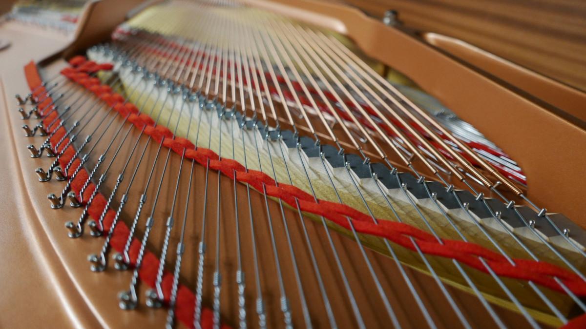 piano de cola Yamaha C6X #6350150 vista trasera cuerdas filetros arpa