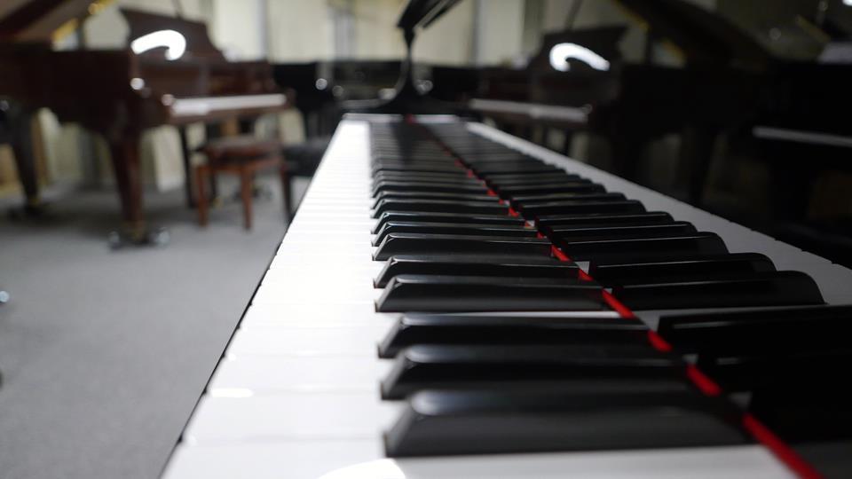 piano-de-cola-yamaha-gc1-transacoustic-6397272-vista-lateral-teclado-teclas
