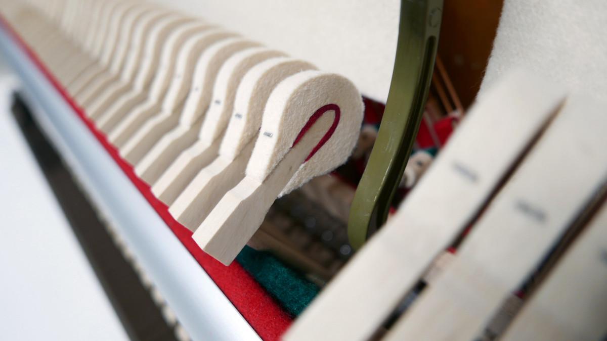 piano vertical König K109 #11771 detalle martillo macillo martillos macillos