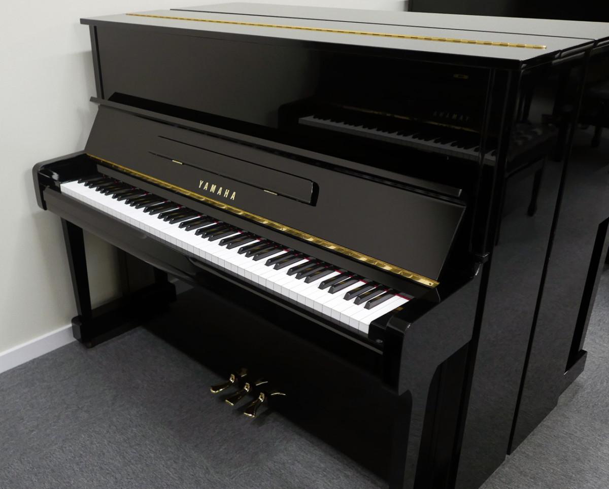 piano vertical Yamaha U100 #5561309 vista general