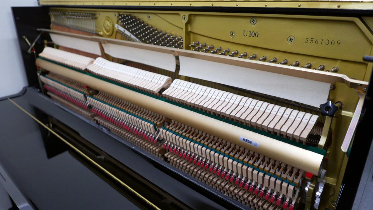 piano vertical Yamaha U100 #5561309 vista lateral general mecanica interior