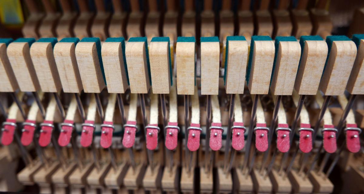 piano vertical Yamaha YS30SB Silent #6082612 basculas bridas mecanica interior