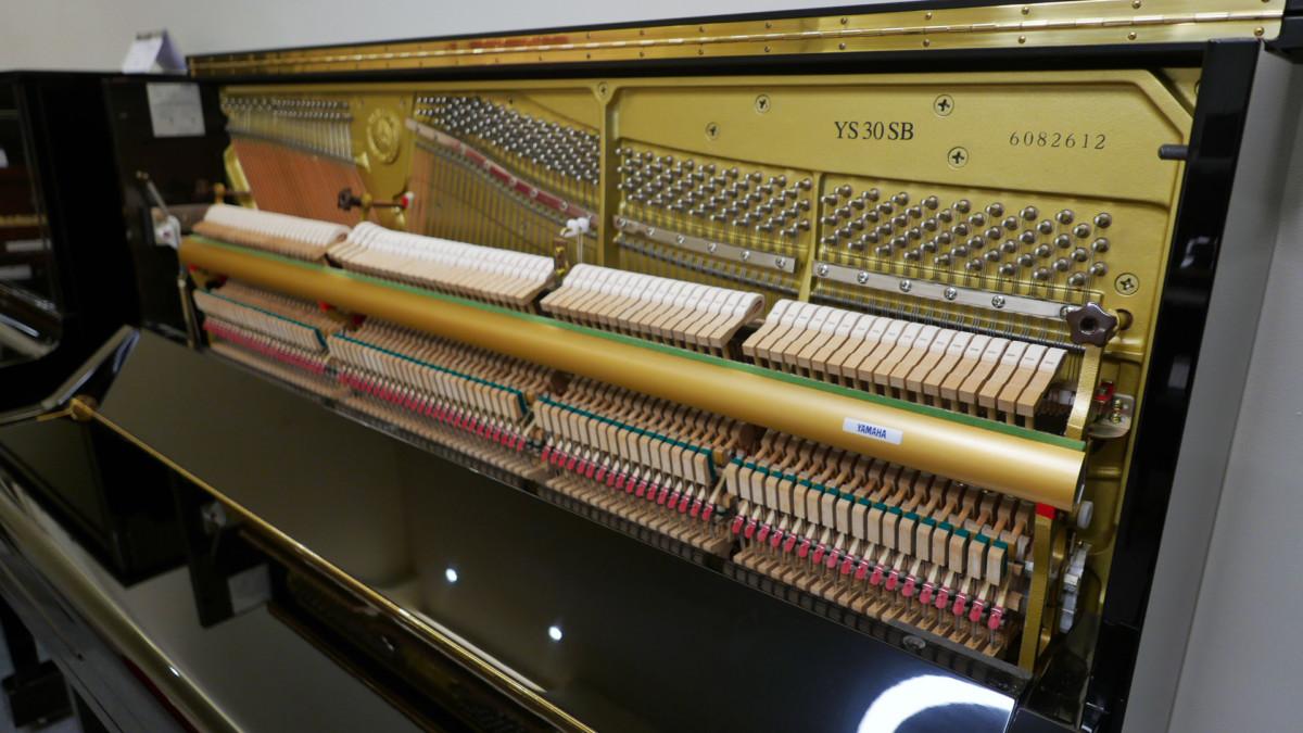 piano vertical Yamaha YS30SB Silent #6082612 vista general lateral mecanica interior
