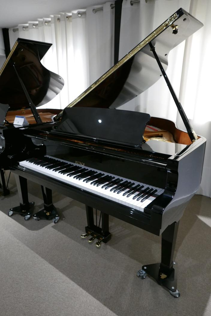 Piano_de_cola_petrof_564865_detalle_vista_general_sin_banqueta_segunda_mano