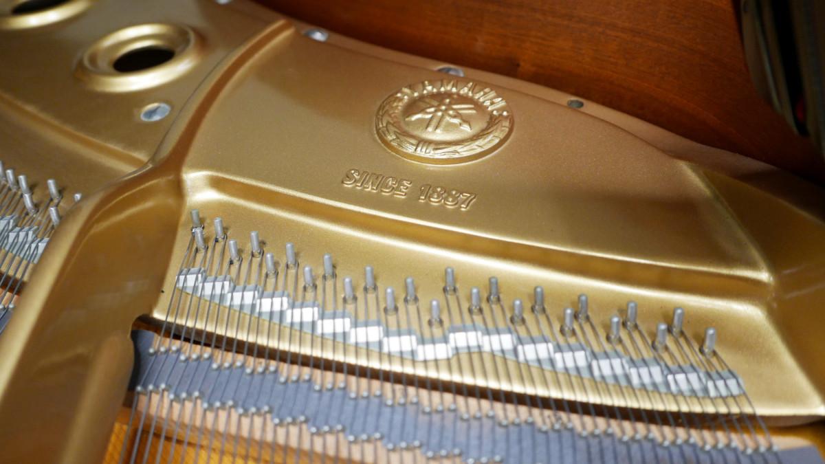 piano de cola Yamaha C3 #4791705 detalle interior sello marca arpa